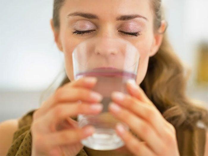 L'eau fait partie des aliments qui donnent de l'énergie.