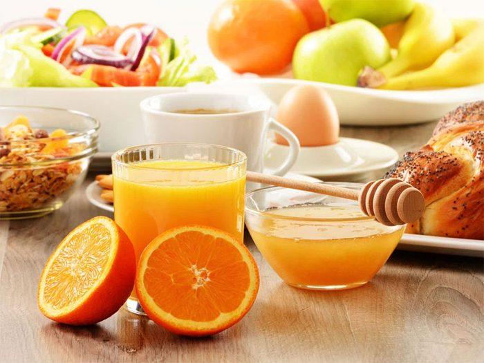 Un bon petit déjeuner fait partie des aliments qui donnent de l'énergie.
