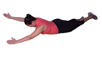 4. Élévation alternée de la jambe et du bras
