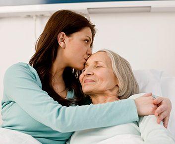Pourquoi les femmes risquent-elles davantage de souffrir de la maladie d'Alzheimer?