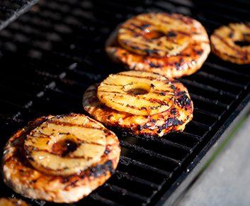 Hamburgers à la dinde, au riz et à l'ananas avec mayonnaise au sésame