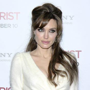 La coiffure semi-relevée comme Angelina Jolie