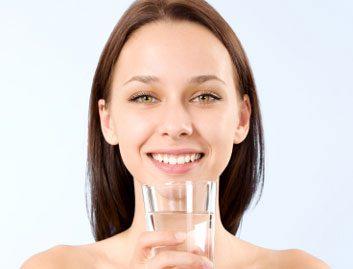 Boire moins d'alcool (et plus d'eau)