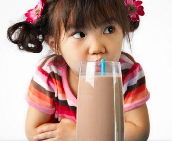 Quelles sont les causes à l'origine de l'intolérance au lactose?