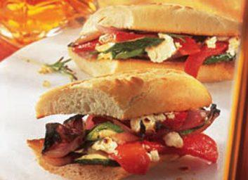 Baguette aux légumes grillés et à la feta