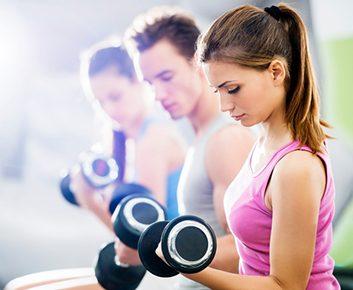 1. Flexions et pressions des biceps (2 minutes)