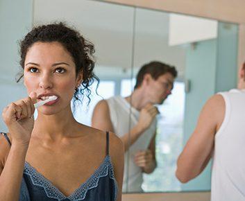 Peut-on partager la brosse à dents ou le rasoir de son conjoint?