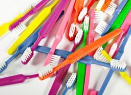 Employez une brosse à dents adéquate