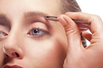 3. Découpez vos sourcils