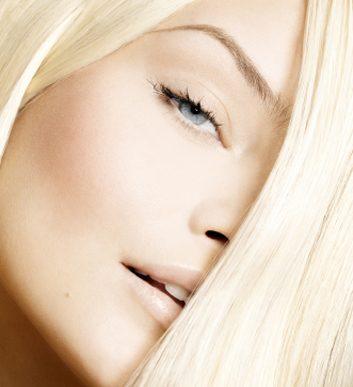 Les moyens pour le volume des cheveux fins