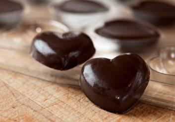 Le chocolat favorise la carie dentaire.