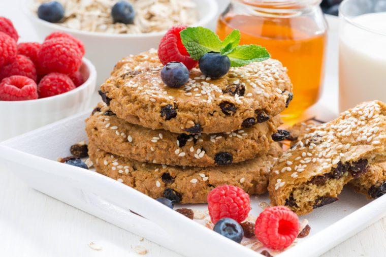 Des biscuits santé à l'avoine et aux bleuets