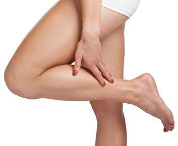 Que puis-je faire pour éviter les crampes dans les jambes?