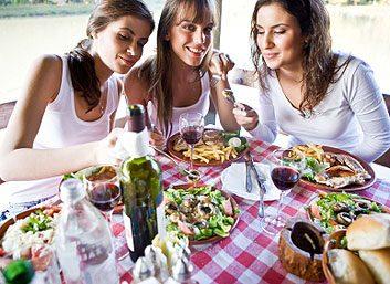 5. Mangez seulement à table.