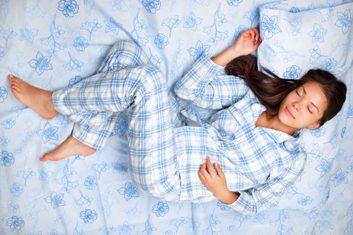 1. Pourquoi, parfois, juste au moment de s'endormir, des contractions ou des sursauts soudains nous réveillent ?