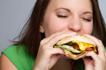 Manger du fast-food peut augmenter le risque de dépression