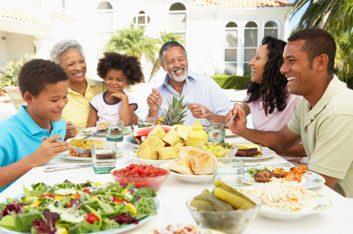 13. Dans la famille, on vous pousse à manger plus