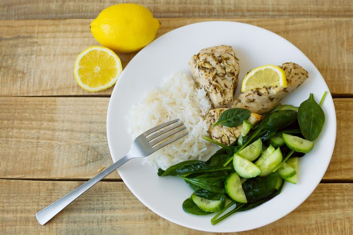 Évitez les excès alimentaires et suivez la règle de trois pour ne pas subir de coup de fatigue.