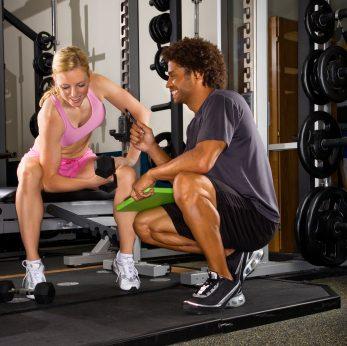 Un entraîneur personnel peut vous aider à atteindre vos objectifs.