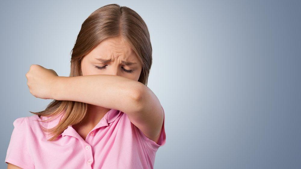 1. NON: Mettre la main devant sa bouche quand on éternue