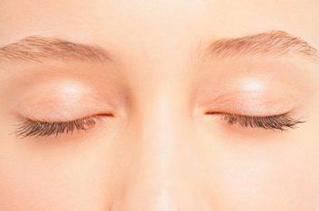 4. Épiler ses sourcils à l'excès