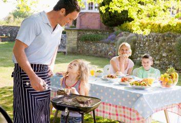 10. Au pique-nique familial, on ne sert que des burgers et des hot-dogs