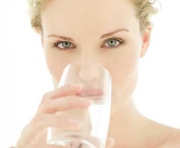 2. Évitez les sources de germes et hydratez-vous