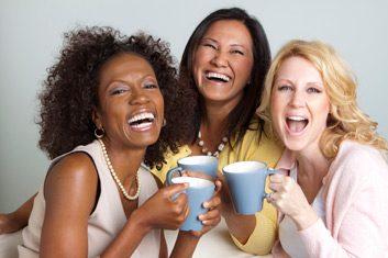 Ris beaucoup avec de bons amis