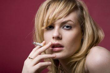 2. Fumer régulièrement du tabac ou de la drogue