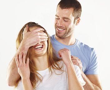Mon mari veut toujours être avec moi... et j'étouffe!