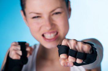 1. Porter des gants vous aidera à devenir plus forte.