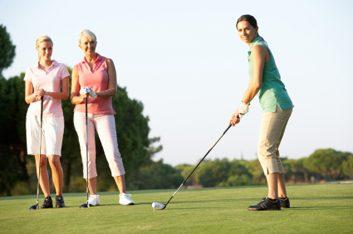 3. Le golf améliore vos relations.