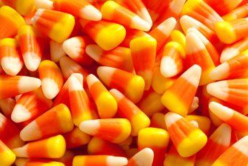 3. Mangez-vous souvent des collations aux couleurs fluorescentes, celles qui tachent les doigts et la bouche?