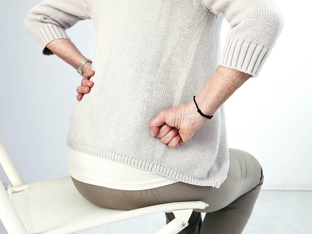 Vérifiez si vos douleurs aux hanches nécessitent de voir un médecin.