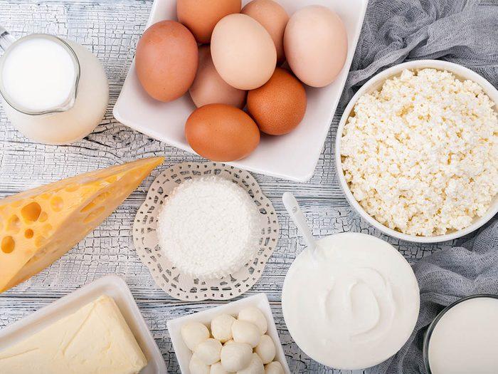 Prévenez d'éventuelles fractures aux hanches en consommant des produits riches en calcium.