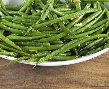 Haricots verts au piment et à l'ail rôtis