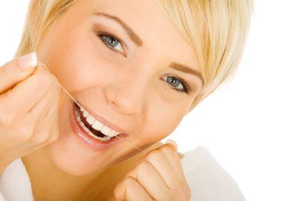 Utilisez-vous bien la soie dentaire?