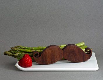 Salière et poivrière en moustache