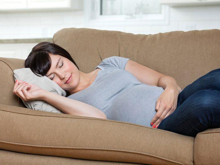 Insomnie pendant la grossesse ? Abstenez-vous de faire la sieste.