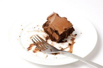 Vous rêvez d'une pointe d'un gâteau d'anniversaire de bureau débordant de glaçage onctueux?