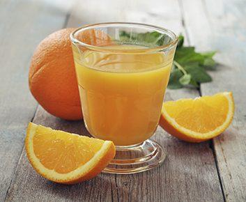 3 tasses de jus d'orange non sucré tous les matins