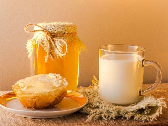 Buvez du lait chaud avec du miel