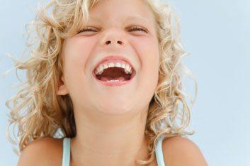 5. Le bâillement devient contagieux à partir d'un ou deux ans.