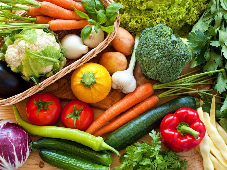 Servez des aliments crus à chaque repas