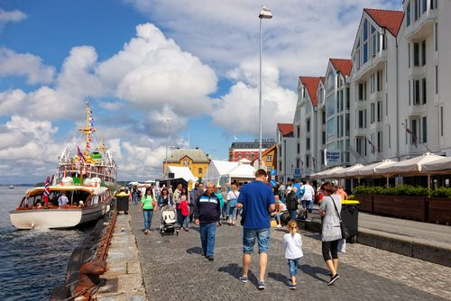 Norvège: marcher dehors et bouger en famille