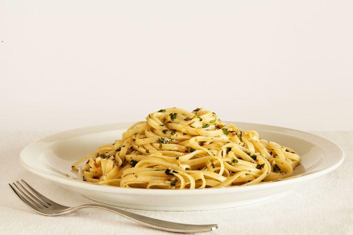 Une recette de spaghettini au carnard fumé, sauce à lorange
