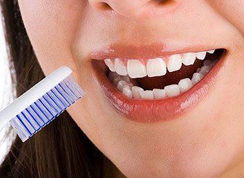4. Se brosser les dents et passer la soie dentaire