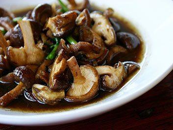 Champignons shiitakes, maitake et reishi