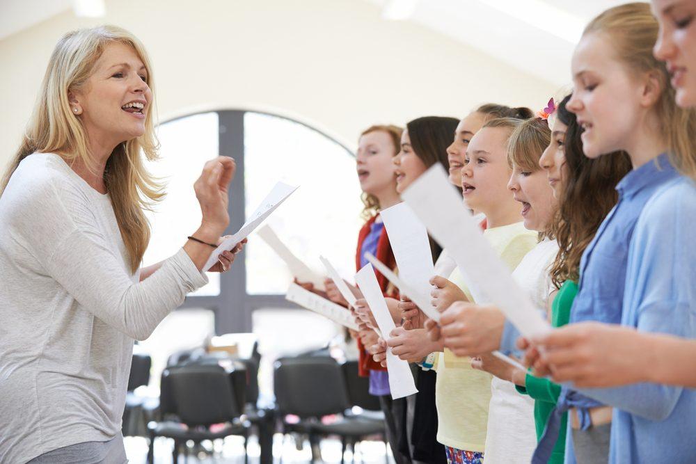 Chanter en groupe rend heureux