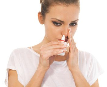 Utilisez une solution saline en vaporisateur nasal